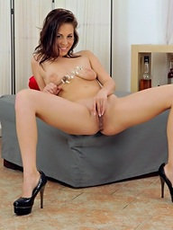 Pussy gaping fun with sexy brunette Antonia
